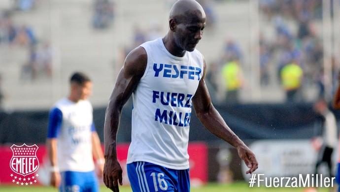 Jogadores do Emelec vestem camisa em apoio a Bolaños (Foto: Reprodução / Twitter)