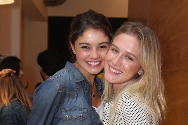 Sophie Chartlotte e Fiorella Mattheis em estreia de peça no Rio (Foto: Anderson Borde/ Ag. News)