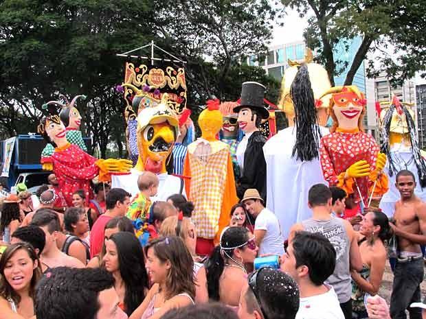"""O bloco """"Galinho de Brasília"""" levou 15 mil pessoas às ruas da capital, segundo a PM, no primeiro dia de Carnaval.  (Foto: Lucas Nanini/G1)"""
