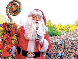 Papai Noel durante evento em Campina Grande (Foto: Leonardo Silva/Jornal da Paraíba)