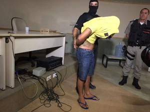 Adolescente de 17 anos é suspeito de matar o irmão (Foto: Roberta Cólen/G1)