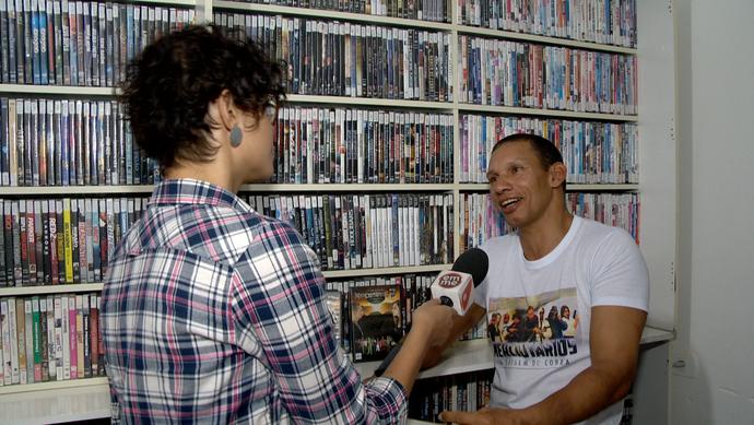 Leonardo Carvalho escreve, dirige e atua nos filmes. (Foto: Divulgação / TV Gazeta ES)