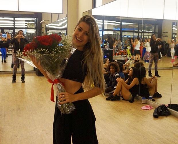 Bailarina Mayara Araújo é surpreendida em ensaio  (Foto: Arquivo Pessoal)
