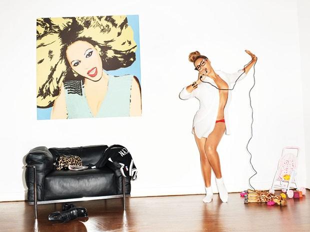 Beyoncé em foto de Terry Richardson para o ensaio da edição de fevereiro de 2013 da 'GQ', que elegeu a cantora a mulher mais sexy do século 21 (Foto: Terry Richardson/Divulgação Beyonce.com)