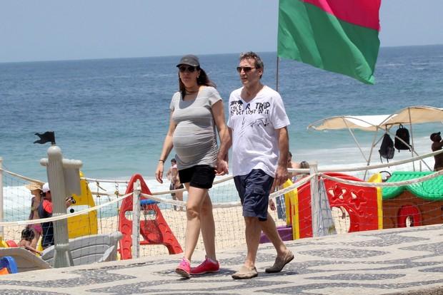 Herson Capri e esposa na orla do Leblon, RJ (Foto: J.Humberto / AgNews)