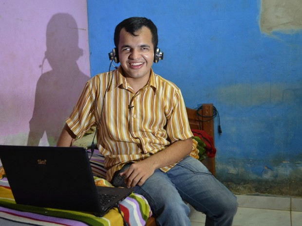 Fabrício conheceu a namorada carioca pelo Skype há dois anos (Foto: Yuri Marcel/G1)