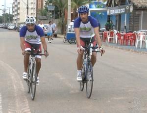Helton Vieira e Alexsander Cunha em treino para o Ironman Brasil (Foto: Reprodução/ TV Rondônia)