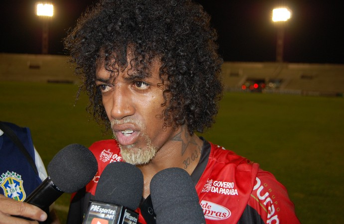 Roger Gaúcho, meia do Campinense (Foto: Silas Batista / GloboEsporte.com)