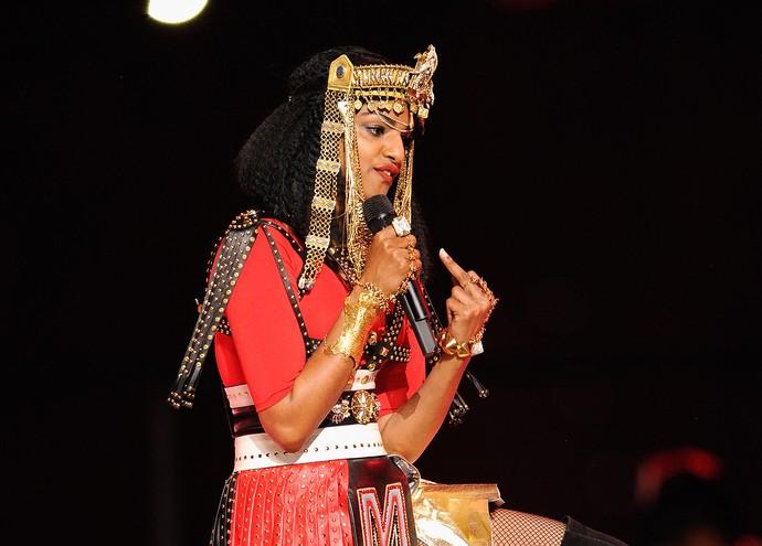 cantora M I A fazendo gesto obseceno superbowl 2012 (Foto: Kevin Mazur / Getty Images)