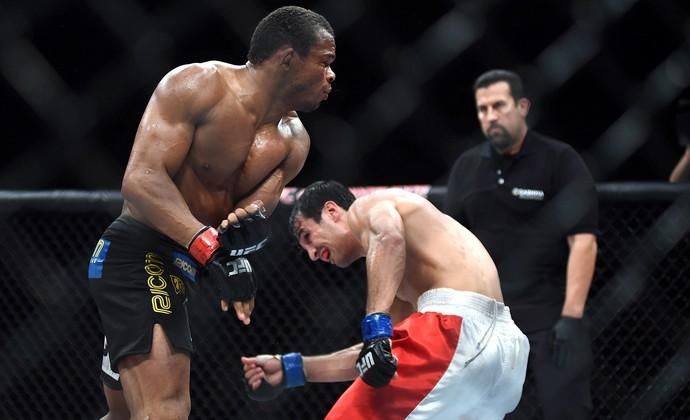 UFC Rio 6 - Massaranduba x Akbarh Arreola (Foto: André Durão)