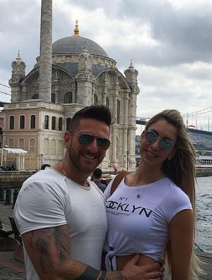 Guilherme, marido de Thaísa, foi com ela para Istambul (Foto: Reprodução/Instagram)