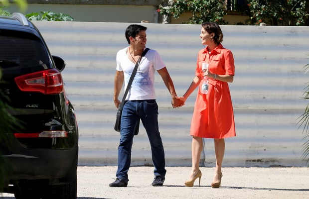Deborah Secco com o namorado (Foto: Henrique Oliveira / Foto rio news)