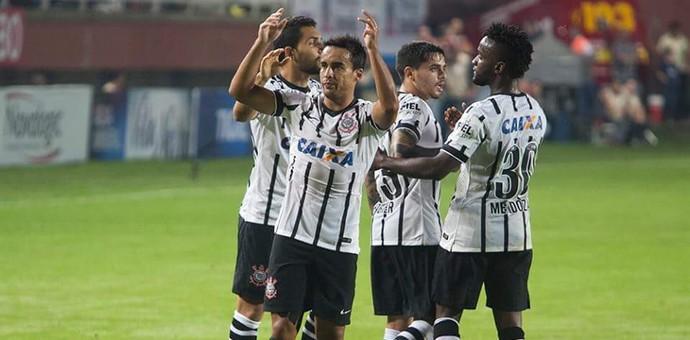 Jadson - Joinville x Corinthians (Foto: Ricardo Taves / Ag. Corinthians)