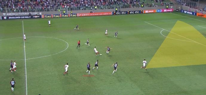 Lucas Cândido no gol do Fluminense (Foto: GloboEsporte.com)