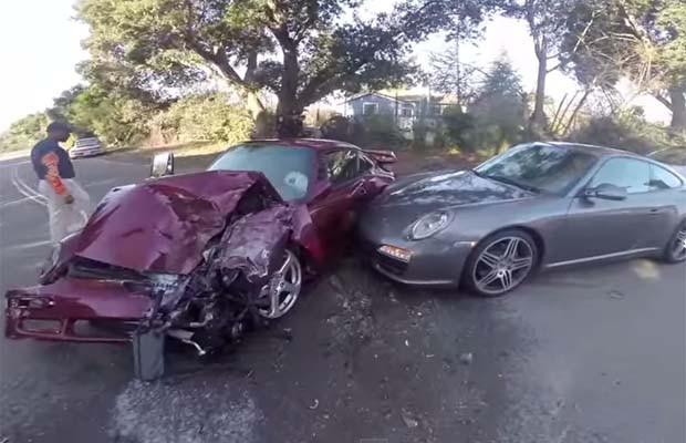 Passeio termina em acidente entre dois Porsche (Foto: Reprodução / Youtube)