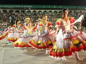Colorido do festival encantou o público presente no Centro Cultural Povos da Amazônia, na Zona Sul de Manaus (Foto: Marcos Dantas / G1 AM)