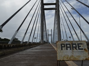 Ponte Binacional sob Rio Oiapoque custou R$ 61 milhões e está pronta desde junho de 2011 (Foto: Abinoan Santiago/G1)