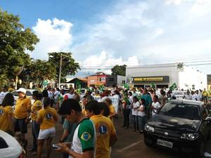 Protesto ocorreu no entorno da praça da cidade (Foto: Assessoria/PM-MT)