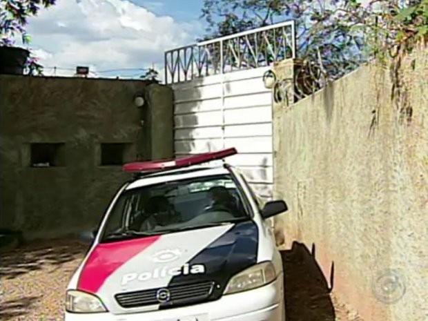 Nem o forte sistema de segurança da empresa impediu o roubo (Foto: Reprodução/TV TEM)