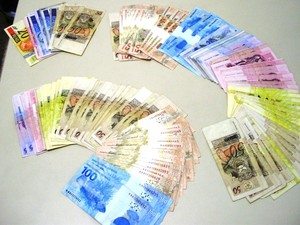 Também foram apreendidosR$ 4.200 com os traficantes (Foto: Polícia Civil/Divulgação)