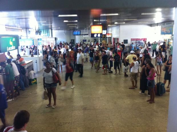 Movimento é grande na Rodoviária Novo Rio na tarde desta sexta-feira (21) (Foto: Renata Soares/G1)