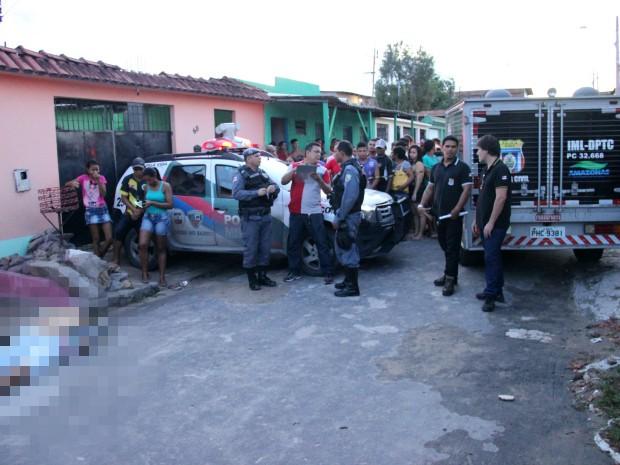 Vítima foi morta com quatro tiros neste sábado (20) (Foto: Jamile Alves/G1 AM)