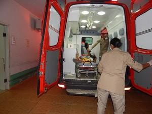 Três pessoas que estavam na feira foram baleadas (Foto: Carlos Mont Serrate/ Rota Policial News)