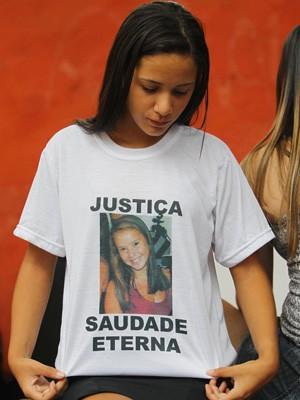 Parentes e amigos de Francisca Gleiciane fazem homenagem à jovem, morta em um bar na Rocinha (Foto: Carlos Moraes/Agência O Dia/Estadão Conteúdo)