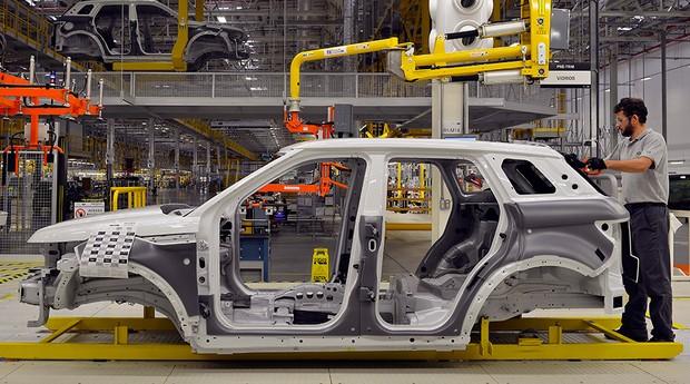 Linha de produção da Jaguar Land Rover em Itatiaia, Rio de Janeiro (Foto:  JLR)