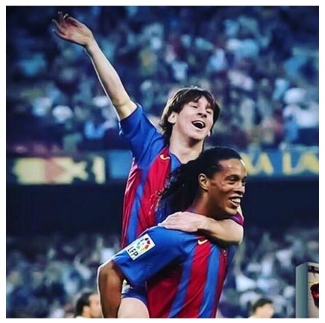 BLOG: Assistência de R10 e cobertura: primeiro gol de Messi pelo Barça completa 11 anos