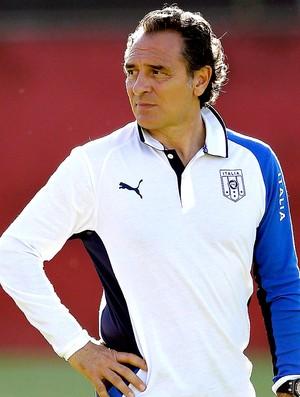Cesare Prandelli treino Itália (Foto: AP)