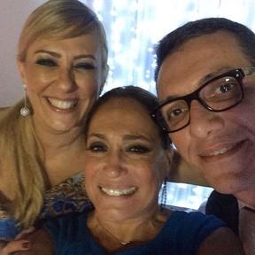 Susana Vieira com os amigos Luiz e Rosangela, pais da noiva (Foto: Reprodução/Instagram)