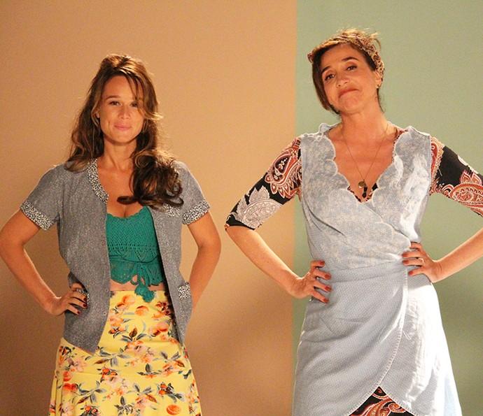 Para os dias de trabalho na feira, Tancinha e Francesca (Marisa Orth) usam jaleco e avental   (Foto: Ariane Ducati/Gshow)