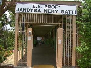 Escola Estadual teve aulas suspensas após morte de professora (Foto: Rodrigo Sargaço/EPTV)