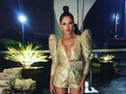 Ex-BBB Maria Melilo mostra look com ombreiras e decote para a Sapucaí
