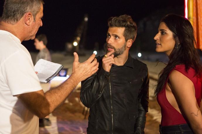 O diretor Marcelo Travesso ensaia com Bruno Gagliasso e Maria Joana (Foto: Felipe Monteiro/Gshow)