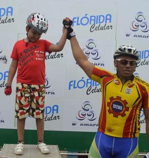 Garoto cego ciclismo (Foto: Jonhwene Silva/GE-AP)