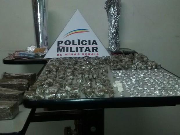 droga apreendida canápolis (Foto: Polícia Militar/Divulgação)