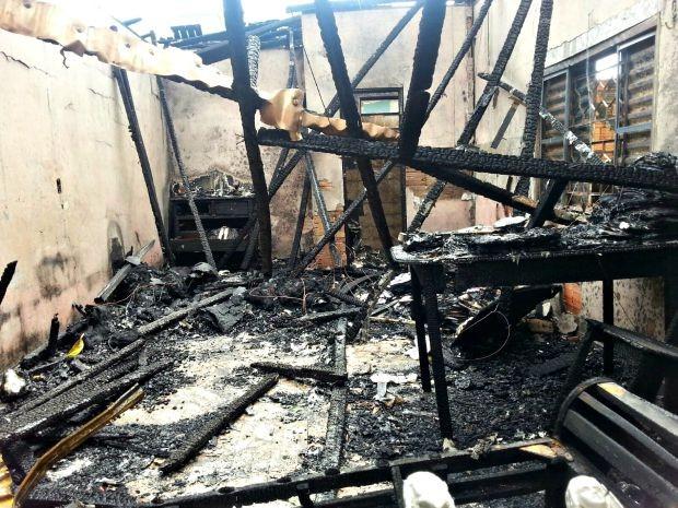 Casa foi completamente tomada pelo fogo nesta semana  (Foto: Paulo Nascimento/Arquivo pessoal)