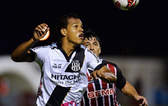 Artur jogo Ponte Preta e São Paulo Sul-Americana (Foto: AFP)