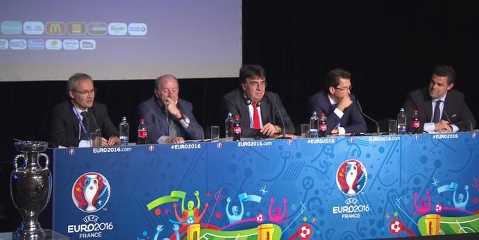 Dirigentes da Uefa na entrevista coletiva de fim da Eurocopa (Foto: Reprodução de vídeo)