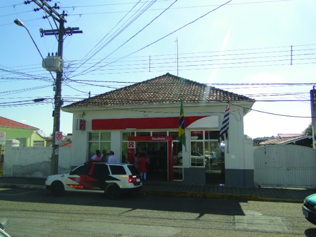 Grupo armado invadiu a agência que fica no Centro da cidade. (Foto: Divulgação /  Jornal Nosso Informativo)