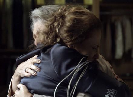 Final de 'Além do Tempo': Emília pede perdão a Vitória