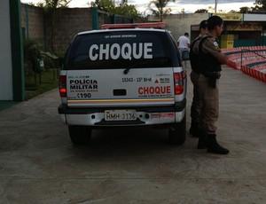 Polícia no jogo entre Nacional-MG e Uberlândia (Foto: Gullit Pacielle)