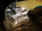Colisão frontal entre carro e ônibus deixa três mortos em Timbaúba, PE