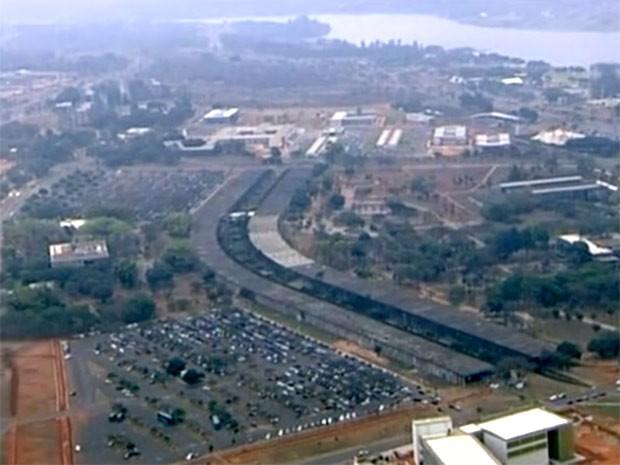 Vista aérea do Instituto Central de Ciência, da Universidade de Brasília (UnB), o Minhocão, com 750 metros de extensão (Foto: Reprodução/TV Globo)