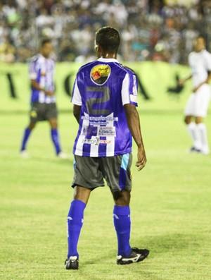 Cor da numeração da camisa do Cruzeiro-PB atrapalhou a arbitragem do jogo (Foto: Magnus Menezes / Jornal da Paraíba)