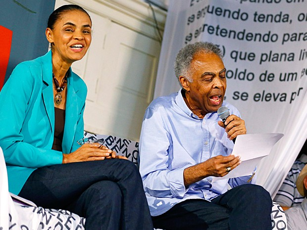 A candidata à Presidência, Marina Silva ao lado do cantor e ex-ministro Gilberto Gil durante evento no Rio de Janeiro (Foto: Ricardo Moraes/Reuters)
