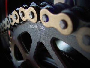 Corrente e coroa da moto (Foto: Roberto Agresti)