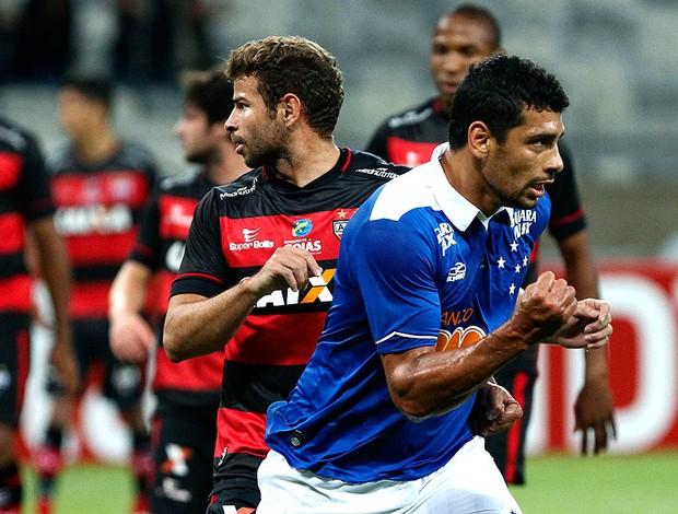 Diego Souza gol Cruzeiro contra Atlético-GO Copa do Brasil (Foto: Washington Alves / Vipcomm)